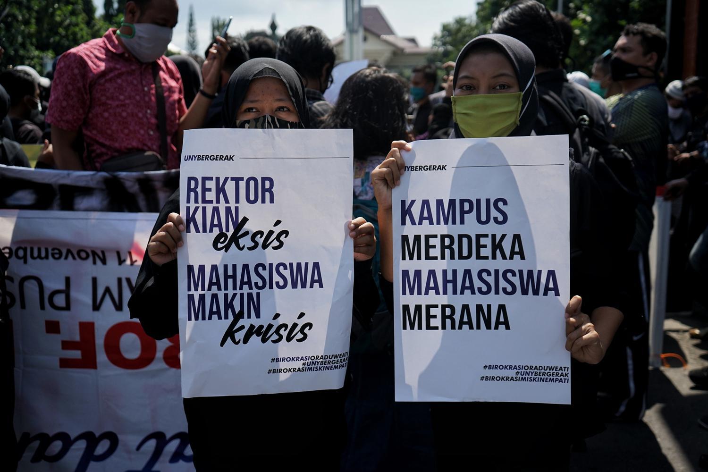 MAHASIWA TUNTUT PEMOTONGAN UANG KULIAH TUNGGAL