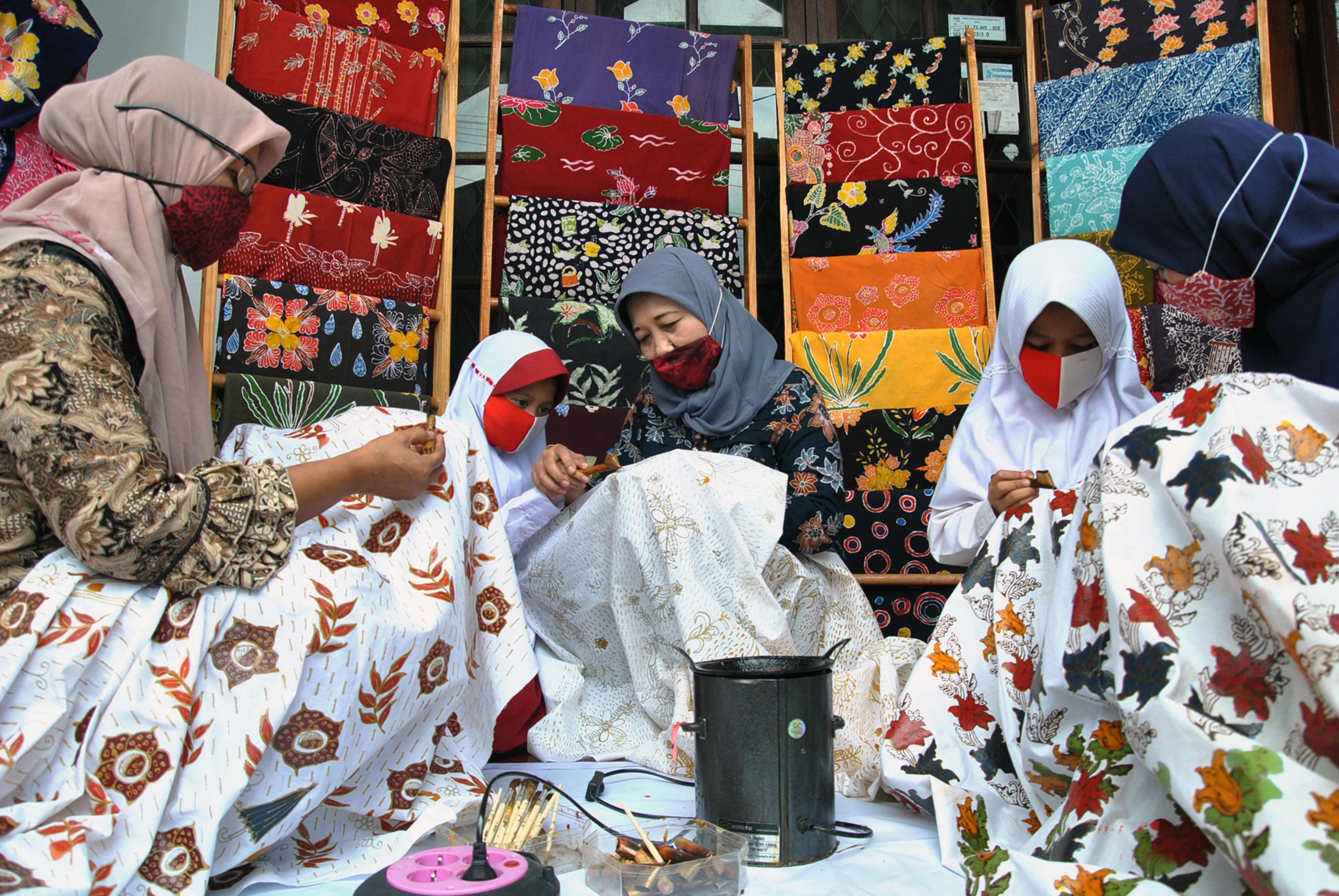 Belajar Membatik di Kampung Batik Bogor