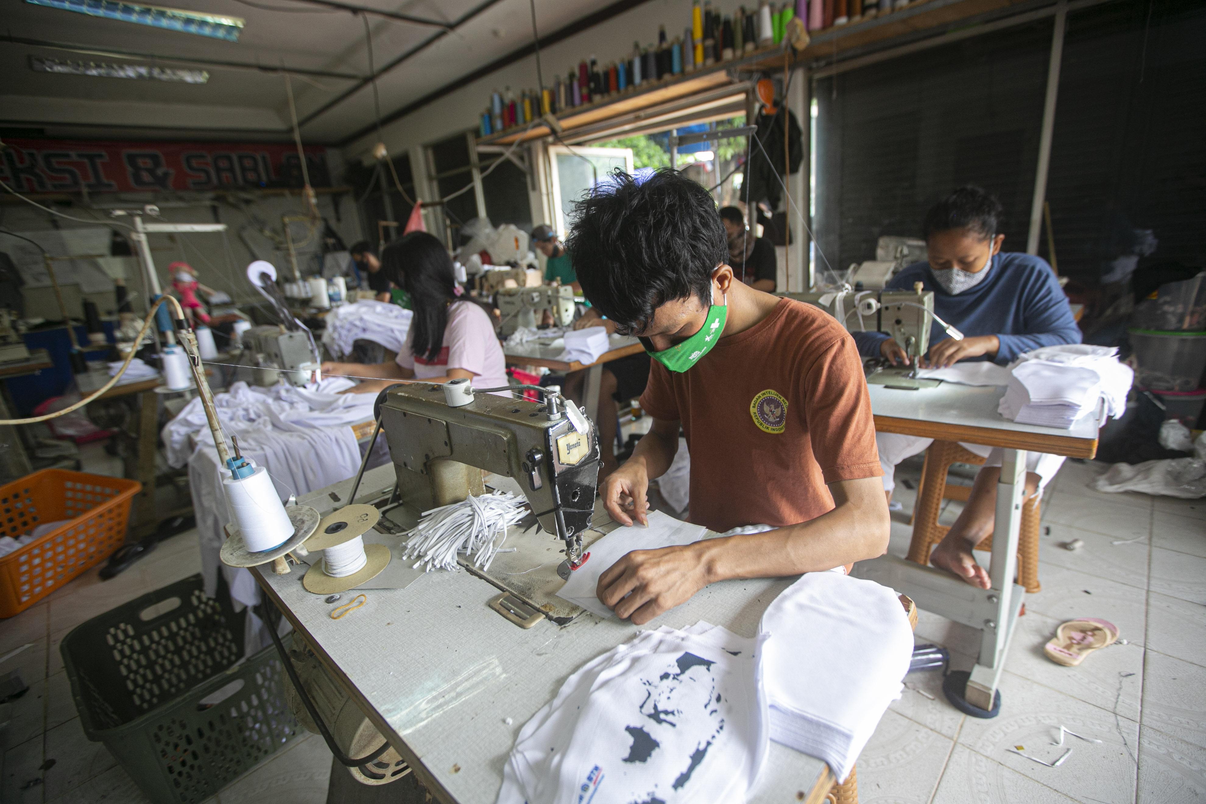 Geliat UMKM Produksi Masker Kain