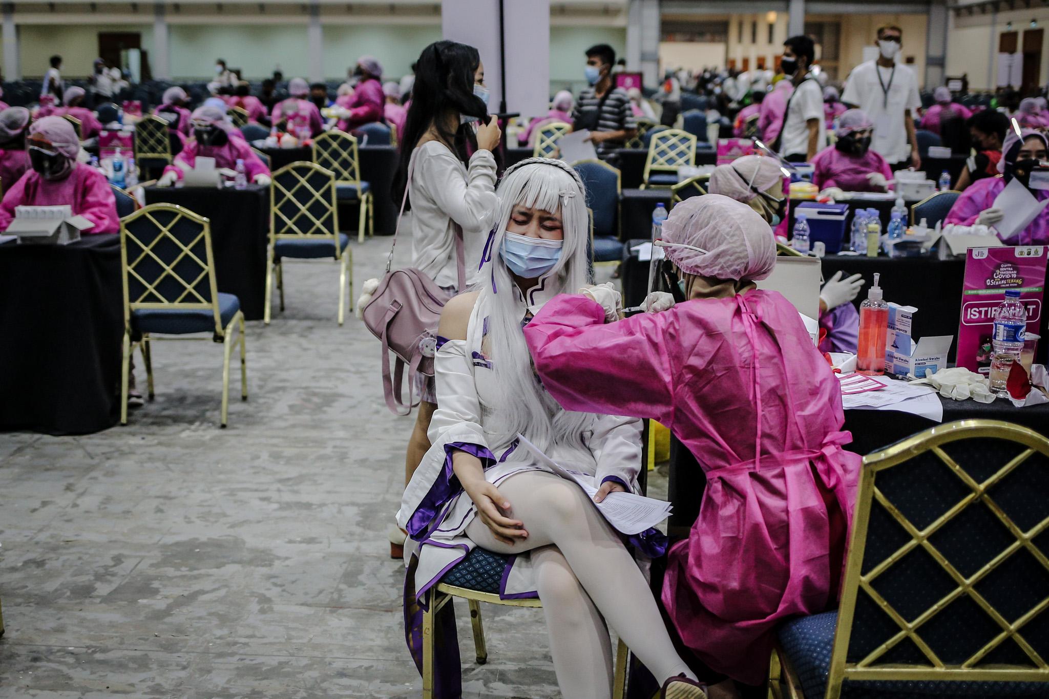 Hadrikan Cosplay untuk Tarik Minat Masyarakat Jalani Vaksinasi Covid-19