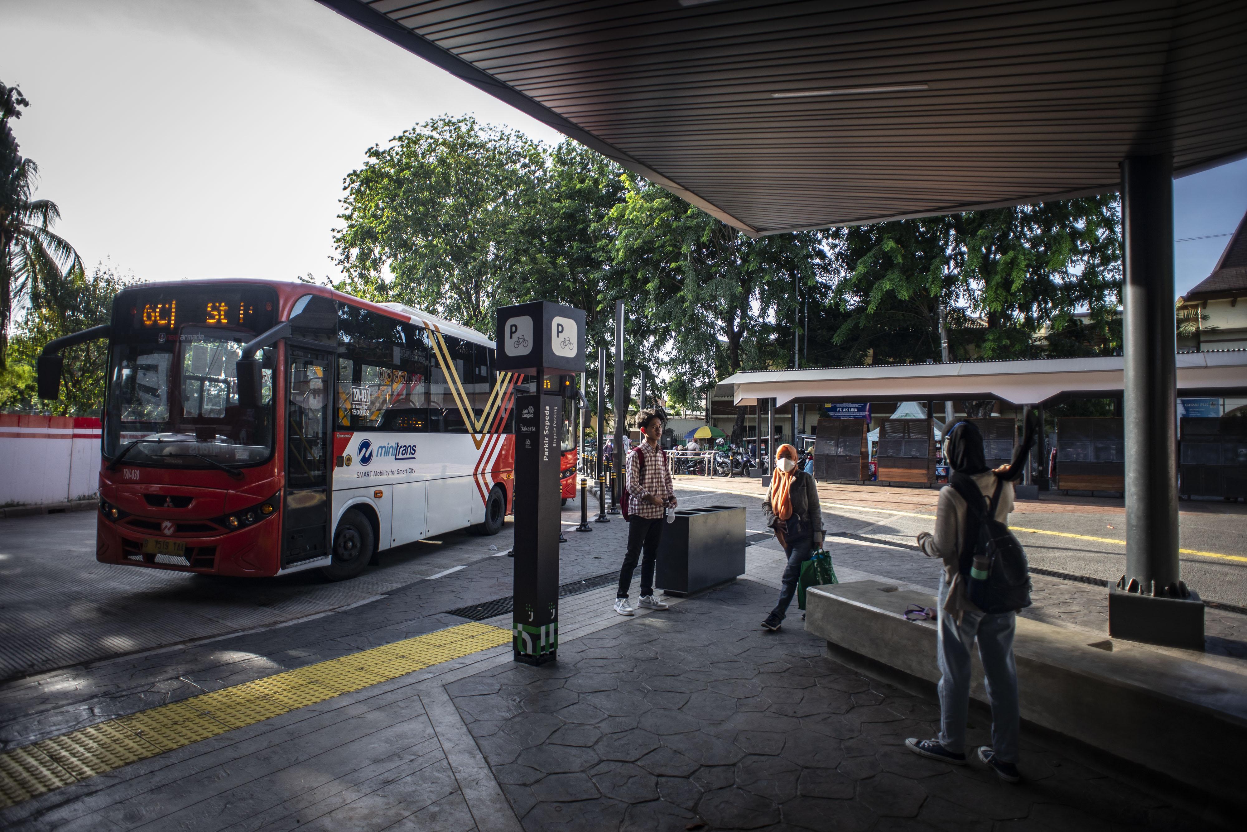 Integrasi transportasi di Stasiun Tebet