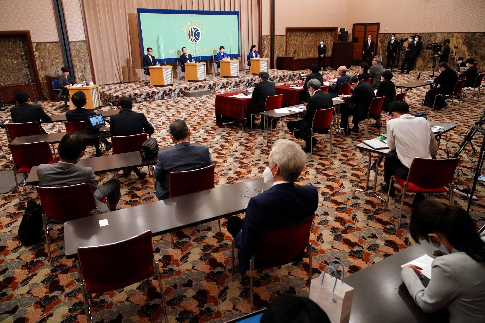 Kandidat PM Taro Kono, Fumio Kishida, Sanae Takaichi dan Seiko Noda, menghadiri sesi debat yang diadakan oleh klub Japan National Press, di Tokyo, J