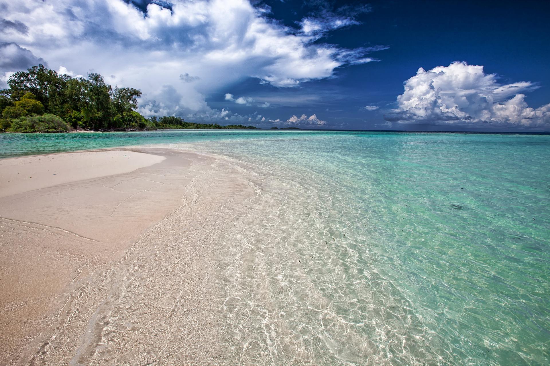 Pemandangan alam di Kepulauan Widi, Halmahera Selatan, Maluku Utara