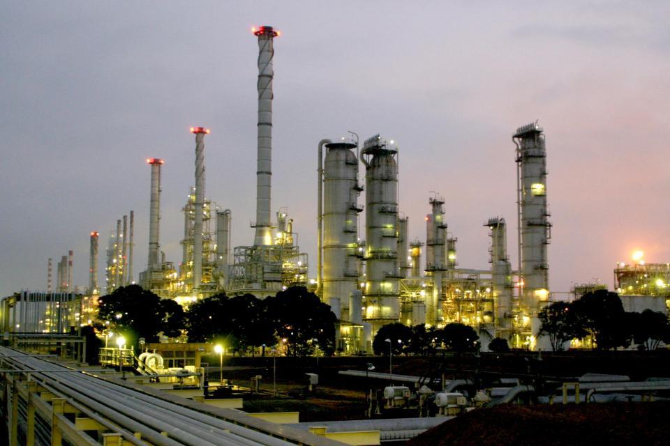 Harga minyak turun hampir 2% pada perdagnagan Selasa (15/10) waktu Indonesia