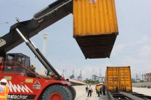 Uji Coba Angkutan KA Pelabuhan