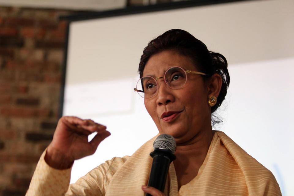 Menteri Kelautan dan Perikanan, Susi Pudjiastuti, mengancam akan menenggelamkan pihak yang membuang sampah ke laut.