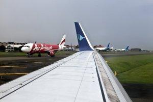 Pesawat Air Asia dan Garuda