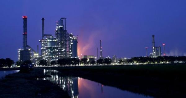 TPIA Faisal Basri Minta Presiden Terpilih Bentuk Dana Abadi Energi | Katadata News