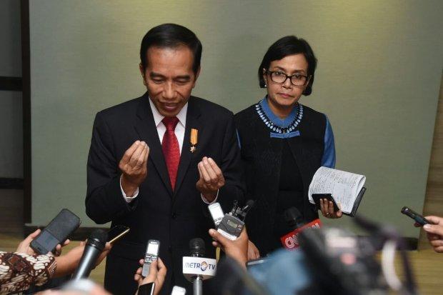 Sri Mulyani pertama kali bertemu Jokowi saat krismon 1998.