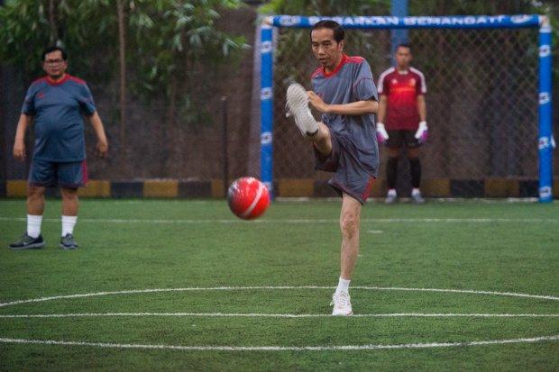 Presiden Joko Widodo main Futsal