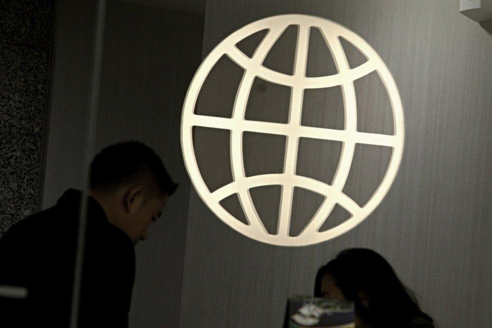 OJK, Bank Dunia, konglomerasi keuangan