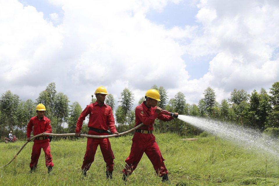 Simulasi Pemadaman Kebakaran Hutan