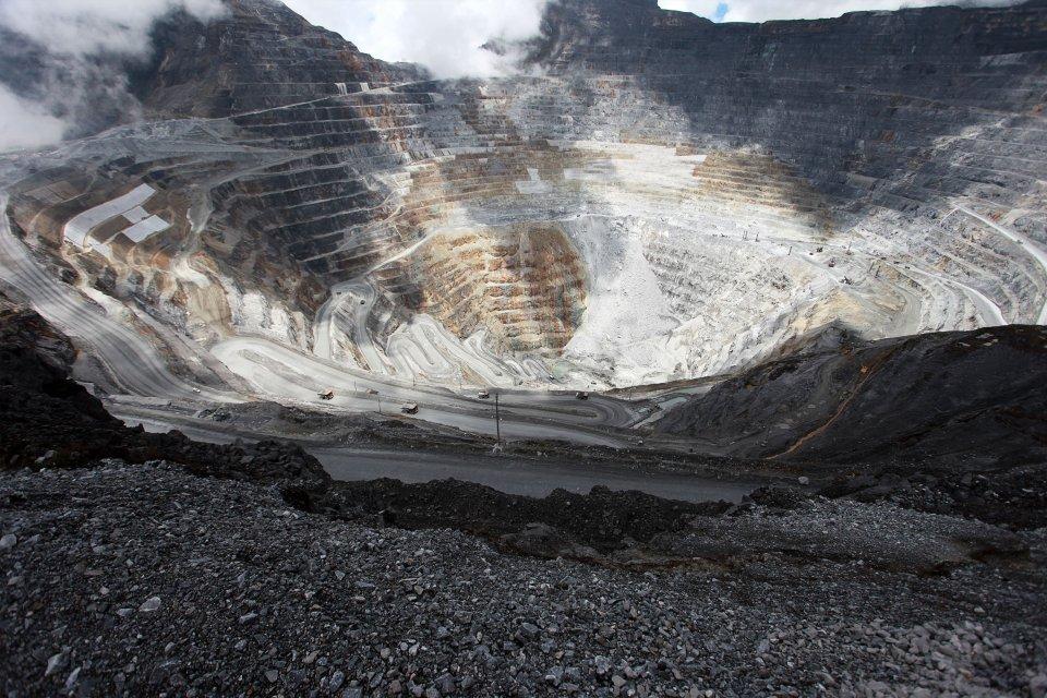 Papua Barat juga mengalami perlambatan pertumbuhan ekonomi karena turunnya produksi LNG Tangguh.