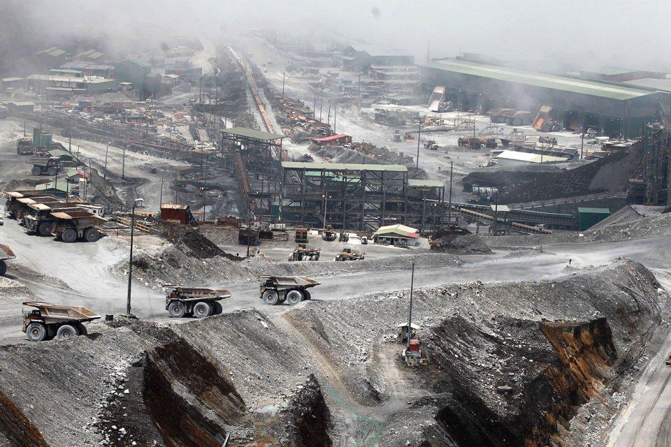 Ilustrasi, tambang terbuka PT Freeport Indonesia. Freeport Indonesia mengajukan penundaan pembangunan smelter karena mobilitas kontraktor dan pasokan material terhambat pandemi corona.