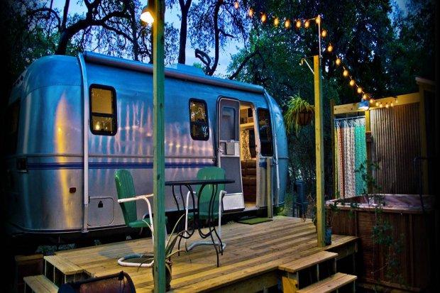 Strategi Pivot Airbnb dan Perubahan Pemasaran di Masa Krisis.