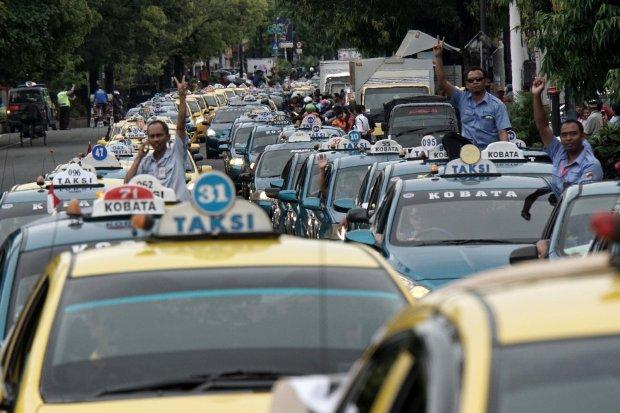 Demonstrasi anti Taksi Online