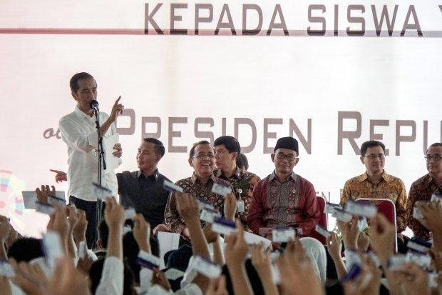 kartu sakti jokowi, apbn, anggaran tiga kartu jokowi, kartu indonesia pintar, kartu prakerja, kartu sembako