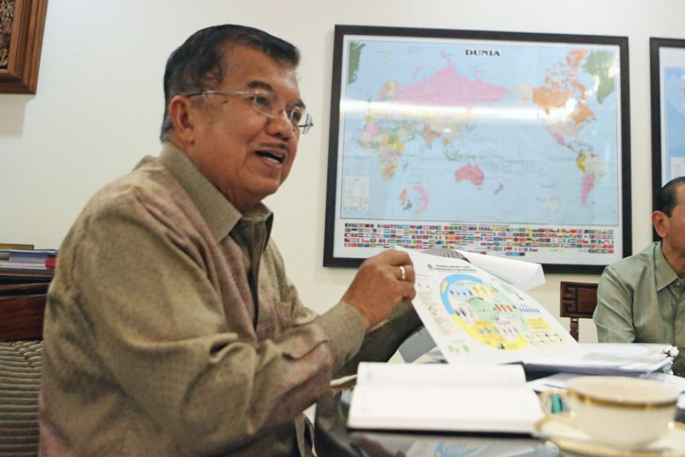 Wakil Presiden RI, Jusuf Kalla, menginginkan agar Bank Indonesia dan industri perbankan bisa menurunkan suku bunga agar bunga pinjaman bisa di kisaran 7%.