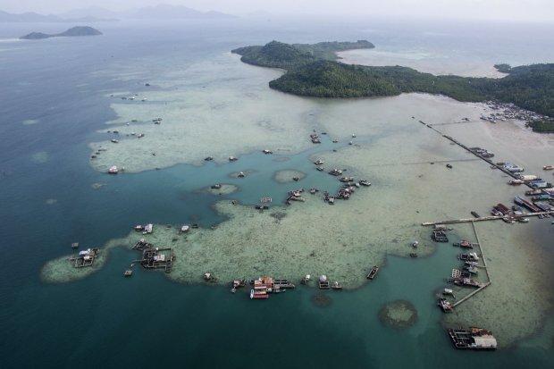 Sekitar 76% total wilayah Indonesia merupakan laut. Pemerintah mendorong percepatan perjanjian perbatasan maritim Indonesia dengan 10 negara tetangga.