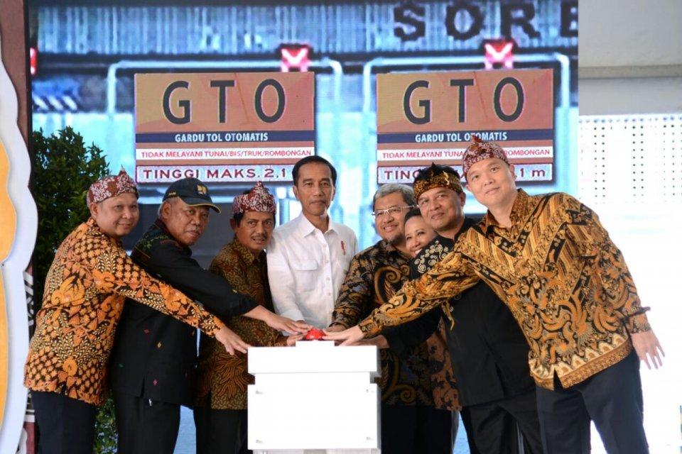 Jokowi Meresmikan Tol Soreang-Pasir Koja