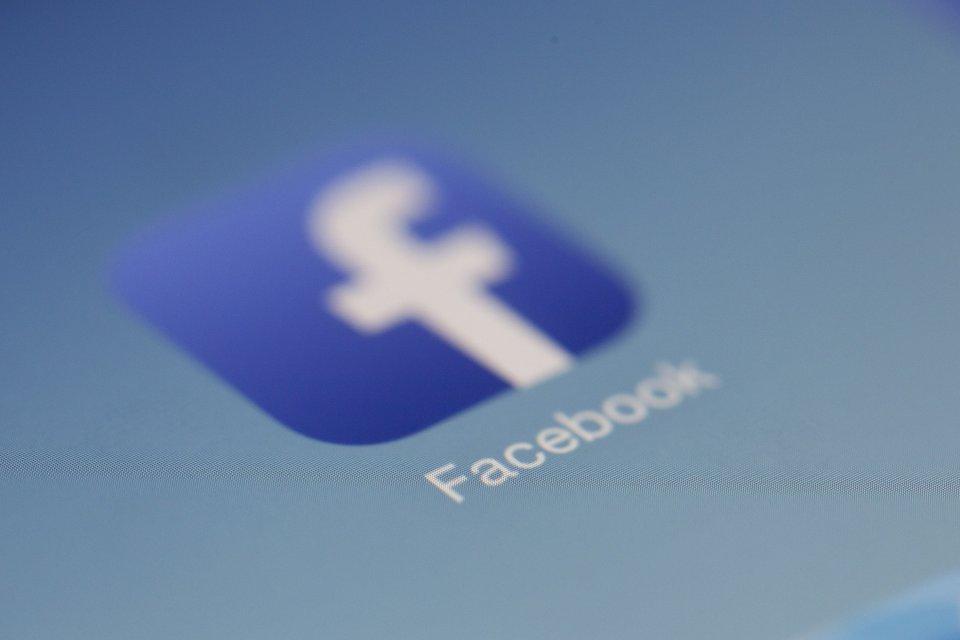 Facebook tanggapi rencana Kementerian Kominfo menerapkan denda Rp 500 juta bagi media sosial yang menjadi sarang hoaks