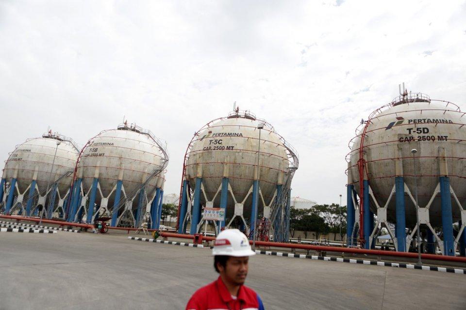 """Ilustrasi, tangki LPG. Adnoc bersama Pertamina akan membangun tangki LPG di Indonesia  Artikel ini telah tayang di Katadata.co.id dengan judul """"Bersama Pertamina, ADNOC Minat Investasi Tangki LPG di Indonesia"""" , https://katadata.co.id/berita/2019/07/26/bersama-pertamina-adnoc-minat-investasi-tangki-lpg-di-indonesia Penulis: Michael Reily  Editor: Ratna Iskana"""