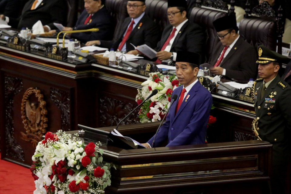 Presiden Jokowi menyampaikan pidato pada Sidang Tahunan MPR-RI Tahun 2018, di Gedung Nusantara, Jakarta, Kamis (16/8)