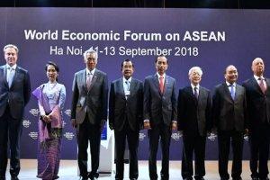 Presiden Jokowi berfoto bersama para pemimpin ASEAN