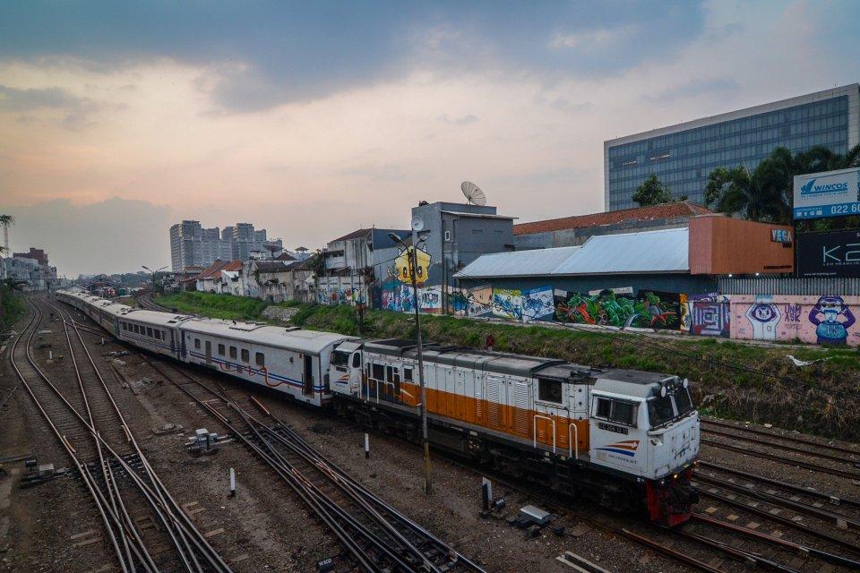 Kereta Anjlok, Evakuasi Penumpang, Jadwal Kereta