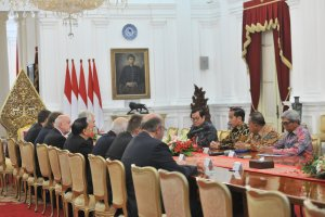 Presiden Jokowi didampingi sejumlah menteri menerima delegasi Senat Republik Ceko