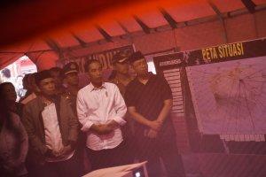 Presiden Jokowi didampingi Gubernur NTB Terpilih Zulkieflimansyah.