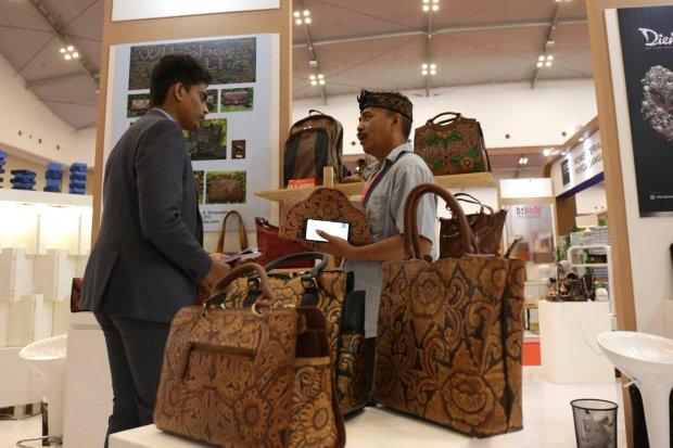 Suasana Transaksi dalam acara Trade Expo Indonesi, ICE BSD, Banten.