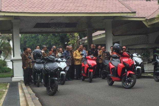 Presiden Jokowi Jajal Motor Listrik