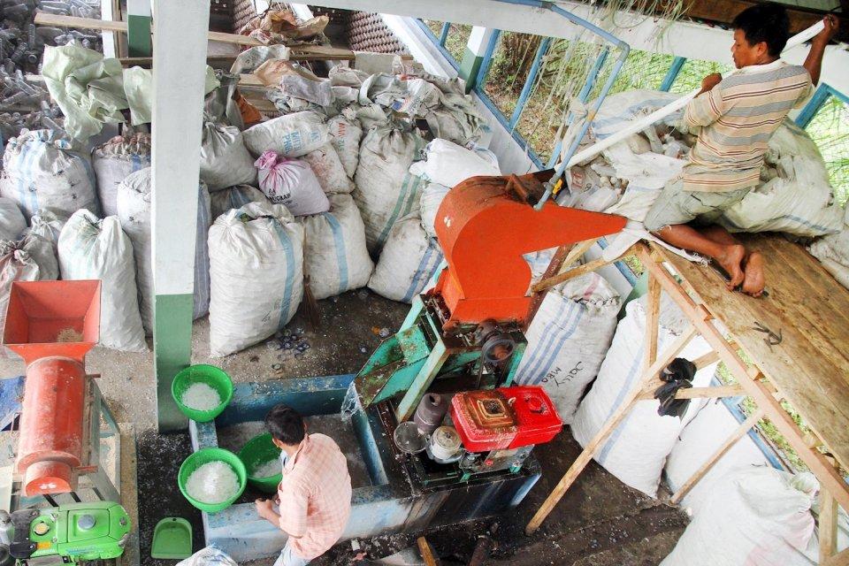 Pabrik daur ulang plastik.