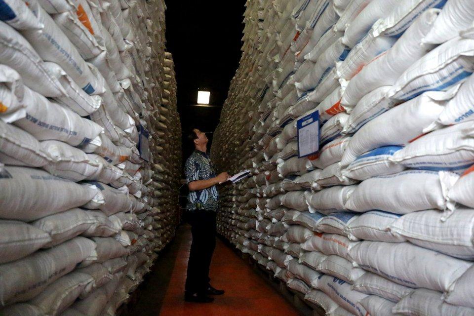 beras bulog, beras lama bulog, bulog 50 ribu ton beras lama