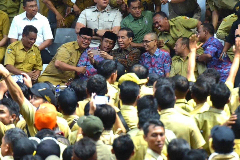Jokowi Bersama Perangkat Desa