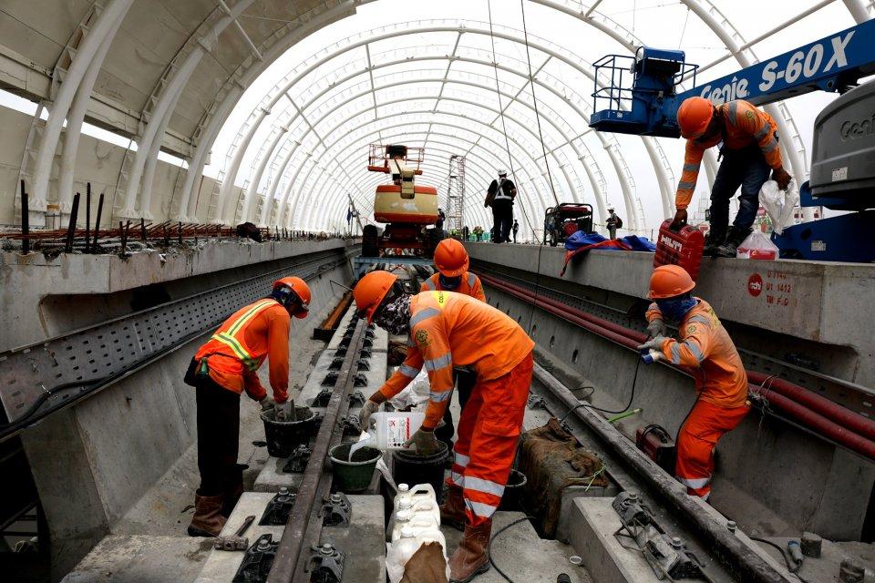 uji coba LRT, Adhi Karya