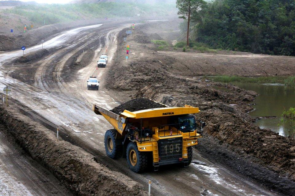 Aktivitas di tambang Batu bara legal di Baru Tengah, Balikpapan Barat, Kalimantan Timur (19/1).