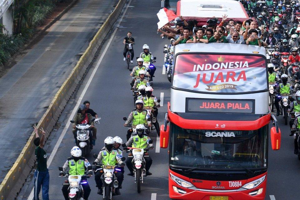 Konvoi Timnas PSSI U-22 menuju Istana Negara