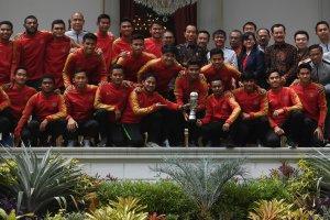 Presiden Joko Widodo berfoto bersama Timnas U-22