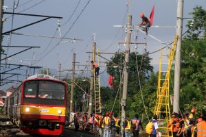 Perbaikan jaringan listrik KRL