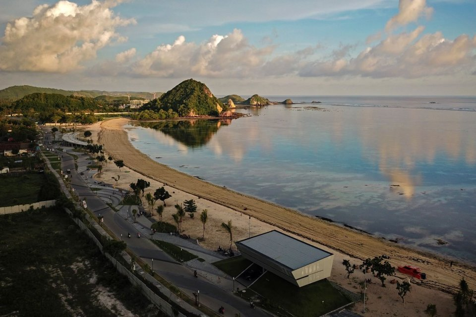 Di kawasan pariwisata KEK Mandalika yang dikelola oleh Indonesia Tourism Development Corporation (ITDC) akan dibangun sirkuit berkelas MotoGP dengan trek sepanjang 4,32 km dengan 18 tikungan dibangun dengan konsep \