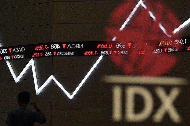 Sebanyak tiga perusahaan terancam terdepak atau dihapus (delisting) dari Bursa Efek Indonesia (BEI).