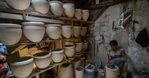 ARNA Marak Serbuan Impor Keramik, Laba Arwana Citramulia Masih Tumbuh 38% | Katadata News