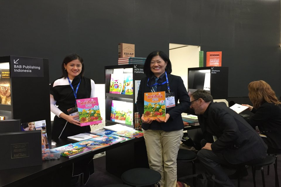 Penerbit Asta Ilmu Publishing merupakan salah satu penerbit asal Indonesia yang berhasil menjual 12 judul buku pelajaran Bahasa Mandarin senilai Rp 3,1 miliar dalam rangkaian London Book Fair pada 12-14 Maret 2019.