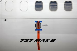 Pesawat Boeing 737 MAX 8 disegel