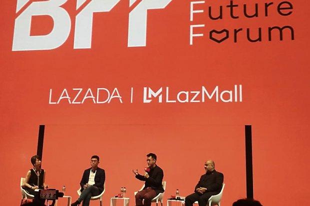 Dari kiri: Wang ZhiGuo, Board Chairman, Skyworth; Jing Yin, President Lazada Group; Vikas Tandon, APAC online VP, Estée Lauder Companies di Singapura, Kamis (21/3).