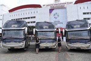 CV Laksana mengekspor empat bus eksekutif dan 10 bus tingkat (double decker) ke Bangladesh dengan total penjualan senilai US$ 808 ribu.