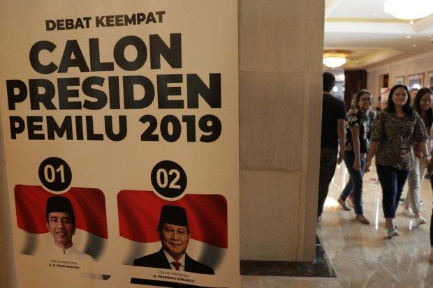 Suasana saat Gladi Kotor jelang debat keemoat Calon Presiden di Hotel Shangri-La, Jakarta, Sabtu (30/3). Debat Capres akan dilangsungkan dalam enam segmen dengan waktu debat yang diperkirakan KPU berkisar 90 hingga 94 menit.