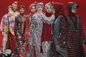 Koleksi Shafira di Indonesia Fashion Week 2019